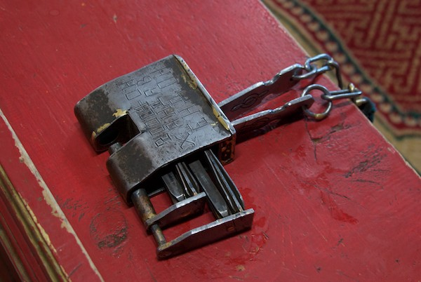 A very old lock and keys.