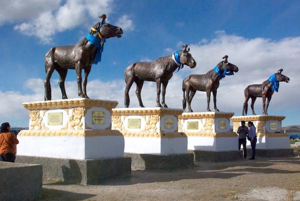 Statues of famous race horses.