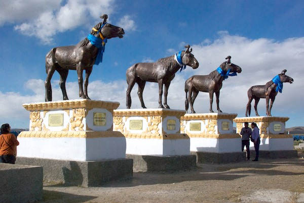 Statues of famous race horses.