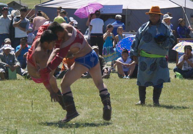 binder wrestlers