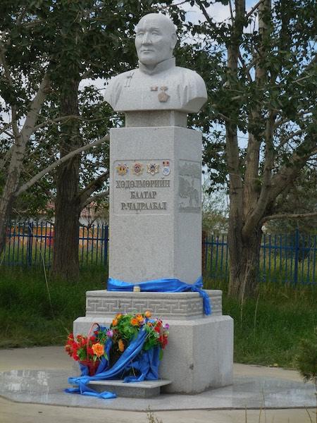Memorial statue