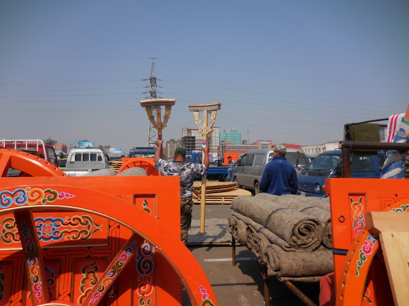 "The vertical supports, called ""bagana"", being carred to the truck."