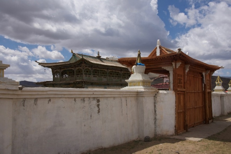 27-old-temple-new-gate